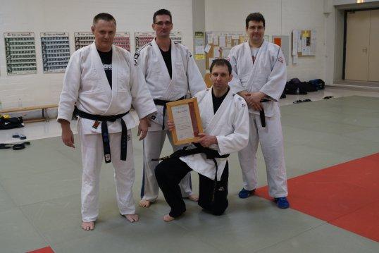 Stephan M.-D. wurde auf dem Vereinslehrgang in BHV der 2. Dan Ju-Jutsu verliehen