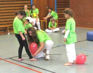 2013_kids_01-Ballontreten-Vorbereitung.1.360